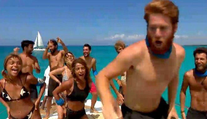 """Survivor 4: Ξέφρενο πάρτι των Μπλε σε πολυτελές σκάφος - Χόρεψαν """"Macarena"""" και... Καλλίδη"""