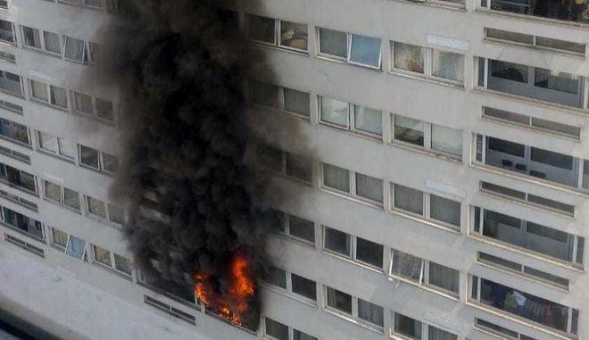 Φωτιά ξέσπασε σε κτήριο στη συνοικία Γουέστ Χάμπστεντ του Λονδίνου