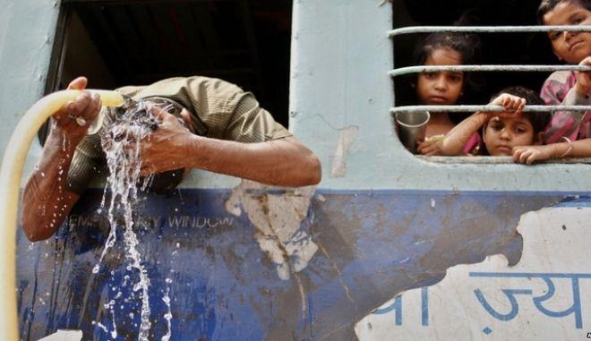 Φονικός καύσωνας στην Ινδία με εκατοντάδες νεκρούς