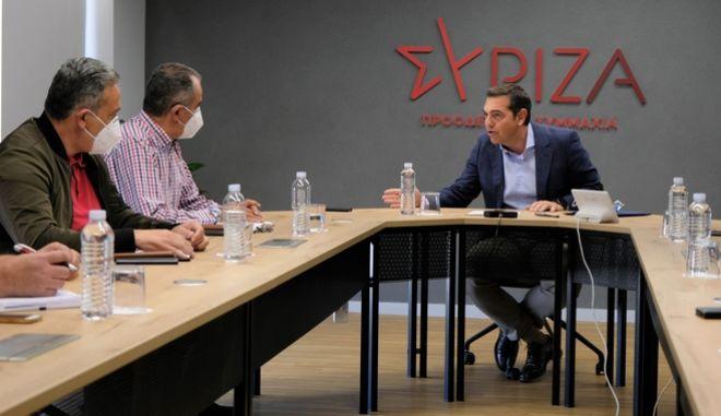 """Τσίπρας στη συνάντηση με ΓΕΝΟΠ: """"Ο Μητσοτάκης εκχωρεί τη ΔΕΗ μέσα σε βαθιά ενεργειακή κρίση"""""""