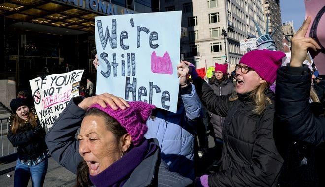 Διαδήλωση στη Νέα Υόρκη για τα δικαιώματα των γυναικών