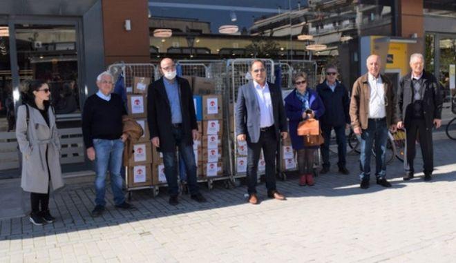 Δωρεά τροφίμων και ιατροφαρμακευτικού υλικού στην Καρδίτσα