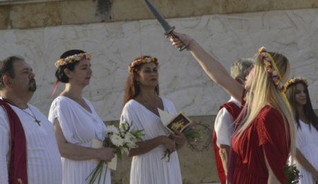 Οι οπαδοί της εθνικής θρησκείας μιλούν για σφαγές Ελλήνων από χριστιανούς και ζητούν αναφορά στο Αντιρατσιστικό