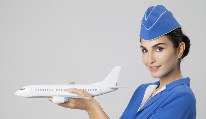 Δύο διαφορετικοί κόσμοι: Πόσο διαφέρει το φαγητό στην οικονομική και τη business class σε 20 αεροπορικές εταιρίες