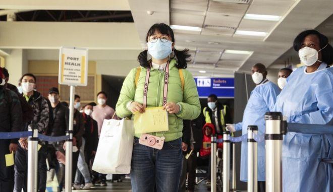 Ταξιδιώτες με μάσκα