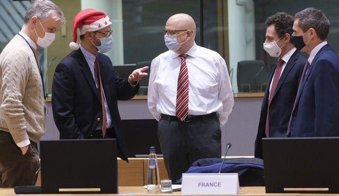 Αντιπρόσωποι των κρατών μελών αξιολογούν τη συμφωνία Βρετανίας - ΕΕ