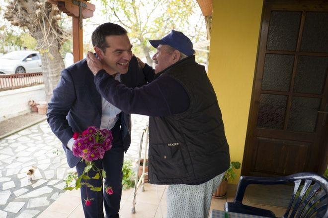'Μπλόκο' με λουλούδια στον Τσίπρα στην Ξάνθη