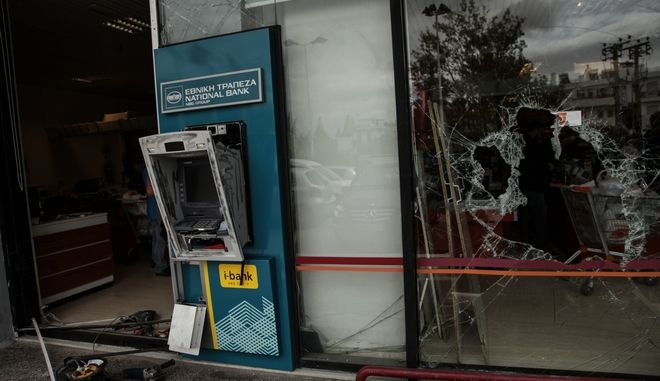 Διαρρήκτες με τη μέθοδο της διοχέτευσης αερίου, προκάλεσαν έκρηξη σε ΑΤΜ που βρισκόταν έξω από Super Market στα Μελίσσια, αφαίρεσαν την κασετίνα με τα χρήματα και εξαφανίστηκαν προς άγνωστη κατεύθυνση. Παρασκευή 29 Σεπτεμβρίου 2017 (EUROKINISSI//ΓΙΑΝΝΗΣ ΠΑΝΑΓΟΠΟΥΛΟΣ)