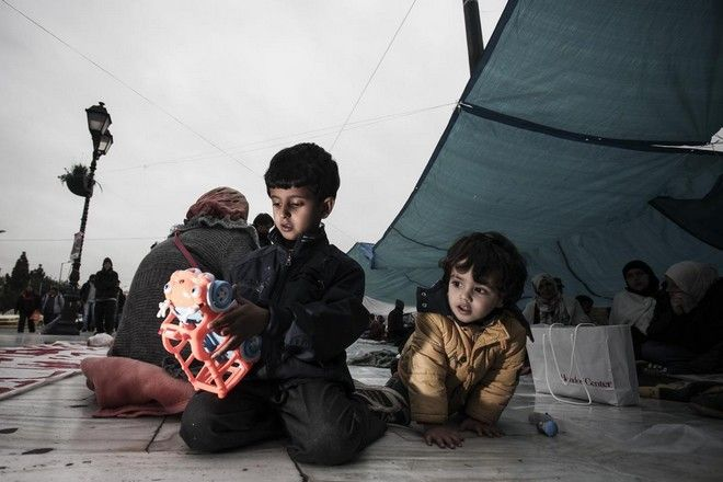 10th day of sit in protest and 5th day of hunger strike for hundrends of Syrian refugees claiming asylum, shelter and permission to travel at other European countries, on November 28, 2014 /            ,   ,  28 , 2014