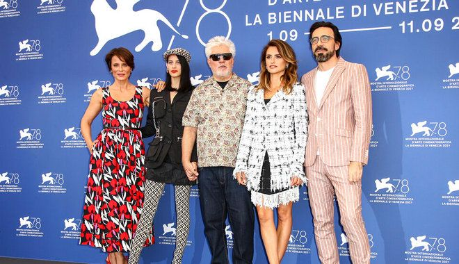 Aitana Sanchez-Gijon, from left, Milena Smit, director Pedro Almodovar, Penelope Cruz and Israel Elejalde pose for photographers at the photo call for the film 'Parallel Mothers' during the 78th edition of the Venice Film Festival in Venice, Italy, Wednesday, Sep, 1, 2021. (Photo by Joel C Ryan/Invision/AP)