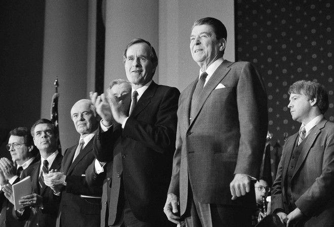 Ο Ρόναλντ Ρίγκαν και ο Τζορτζ Μπους σε εκδήλωση τον Ιανουάριο του 1984