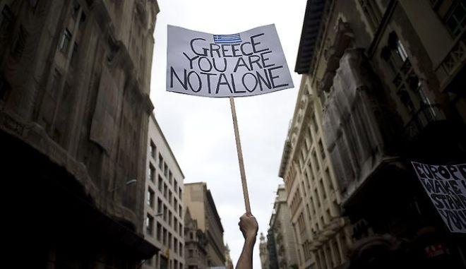 WSJ: Η Ελλάδα στις αγορές και σε ρυθμούς ανάπτυξης το 2014