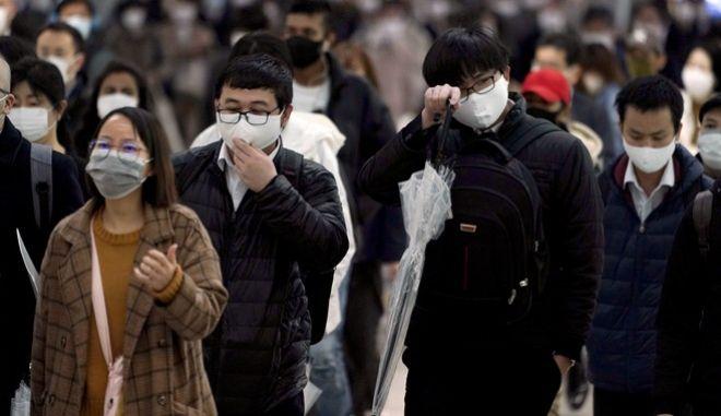 Γιαπωνέζοι με μάσκες