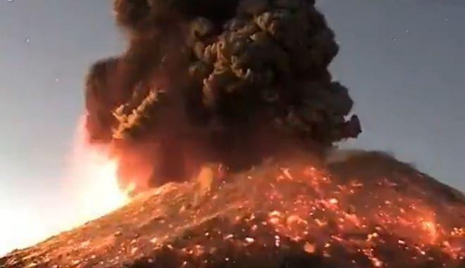 Καρέ καρέ η έκρηξη του ηφαιστείου Ποποκατέπετλ - Εικόνες που κόβουν την ανάσα