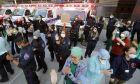 Ιατρικό προσωπικό και αστυνομικοί στη Νέα Υόρκη