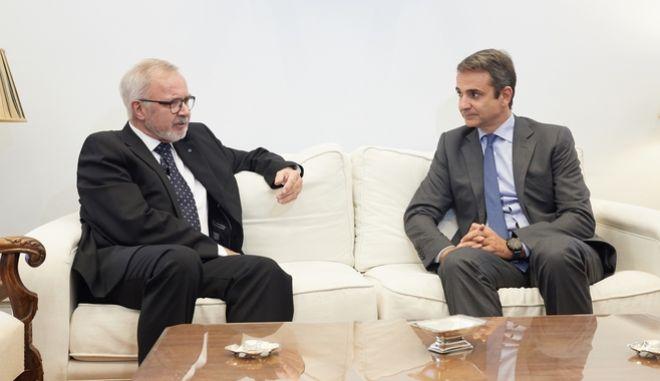 Ο Πρόεδρος της Νέας Δημοκρατίας κ. Κυριάκος Μητσοτάκης συναντήθηκε σήμερα με τον Πρόεδρο της Ευρωπαϊκής Τράπεζας Επενδύσεων κ. Werner Hoyer.Παρασκευή 29 Σεπτεμβρίου 2017. (EUROKINISSI/ ΓΡ.ΤΥΠΟΥ ΝΕΑ ΔΗΜΟΚΡΑΤΙΑ/ΔΗΜΗΤΡΗΣ ΠΑΠΑΜΗΤΣΟΣ)