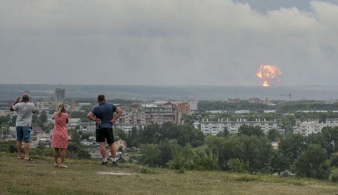 Εικόνα από έκρηξη σε αποθήκη πυρομαχικών στη Σιβηρία