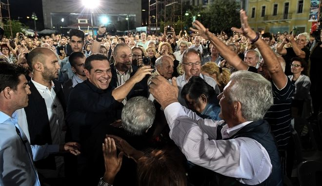 Στιγμιότυπο από την ομιλία του προέδρου του ΣΥΡΙΖΑ Αλέξη Τσίπρα στην Πάτρα