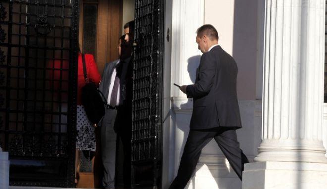 Νέα συνάντηση με τους επικεφαλής των δανειστών είχε την Τρίτη 18 Ιουνίου 2013 ο Αντώνης Σαμαράς στο πρωθυπουργικό του γραφείο. Επί τάπητος τέθηκαν οι τρέχουσες οικονομικές εξελίξεις, τα μέτρα που πρέπει να λάβει η ελληνική κυβέρνηση, καθώς και οι αποκρατικοποιήσεις.  (EUROKINISSI/ΓΙΩΡΓΟΣ ΚΟΝΤΑΡΙΝΗΣ)