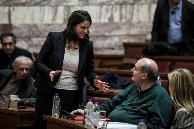 Η Νίκη Κεραμέως και ο Νίκος Φίλης στην Βουλή