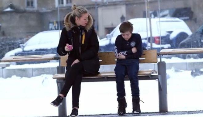 Συγκλονιστικό σποτ: Τι θα κάνατε αν βλέπατε ένα παιδί στο κρύο χωρίς μπουφάν;