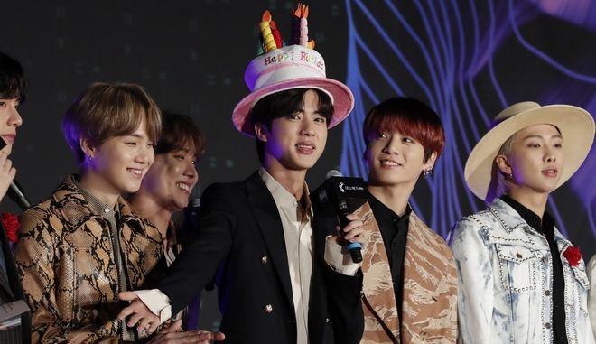 BTS: Το διάσημο K-Pop συγκρότημα σε απονομές βραβείων