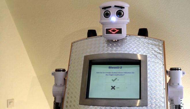 Το ρομπότ ιερέας BlessU-2