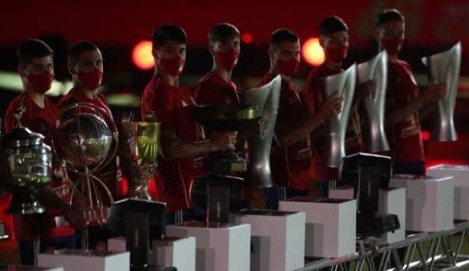 """Ολυμπιακός: Η """"παρέλαση"""" των τίτλων"""
