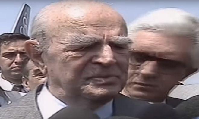 Ο Κωνσταντίνος Καραμανλής συγκινημένος κάνει δηλώσεις για τη Μακεδονία το 1992