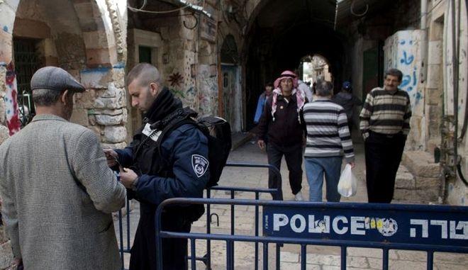Η ισραηλινή αστυνομία απομονώνει τις αραβικές συνοικίες της Ιερουσαλήμ