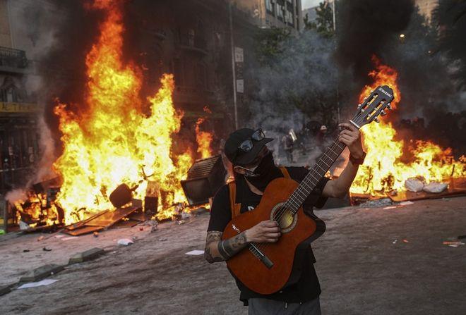 Διαδηλωτής στη Χιλή