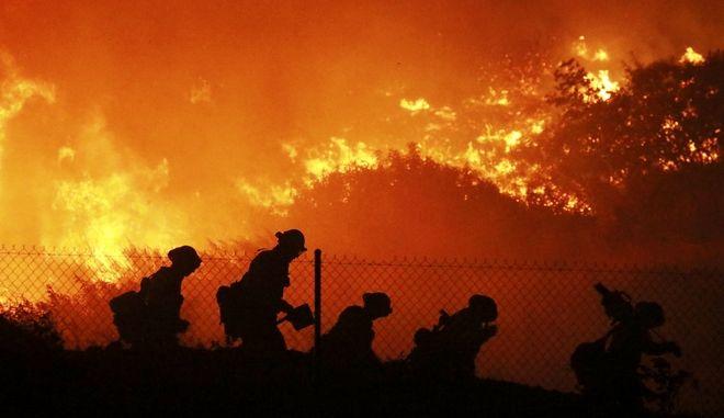 Εικόνα από τις φωτιές στην Καλιφόρνια