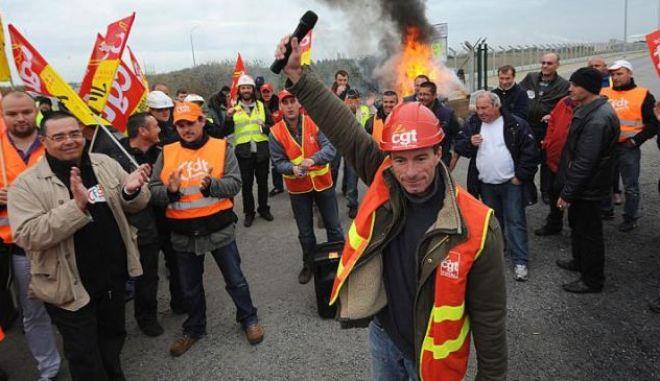 Γαλλία: Απεργιακή κινητοποίηση σε τρία διυλιστήρια της Total