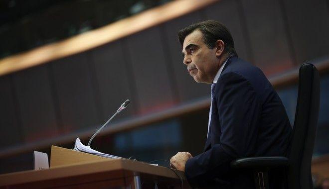 Ο Μαργαρίτης Σχοινάς κατά την ακρόασή του στο Ευρωκοινοβούλιο