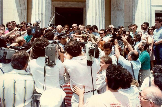 Συνάντηση Κ. Μητσοτάκη με το Γ.Γ. του ΚΚΕ Χ. Φλωράκη στο πλαίσιο των συζητήσεων για το σχηματισμό Οικουμενικής Κυβέρνησης, 1989