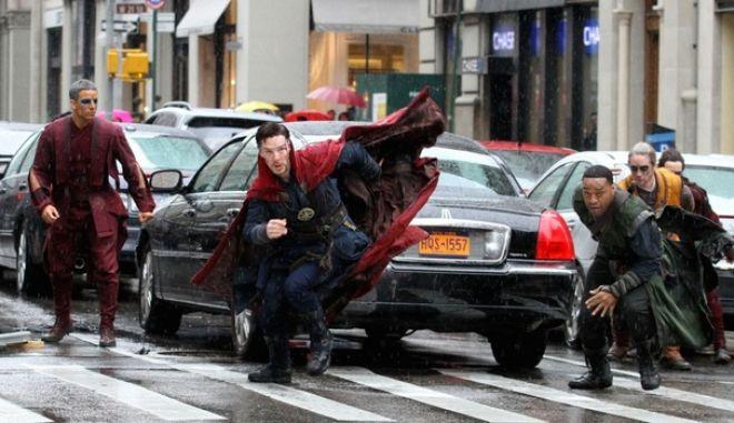 Ο Μπένεντικτ Κάμπερμπατς ως Doctor Strange στους δρόμους του Λονδίνου και της Νέας Υόρκης