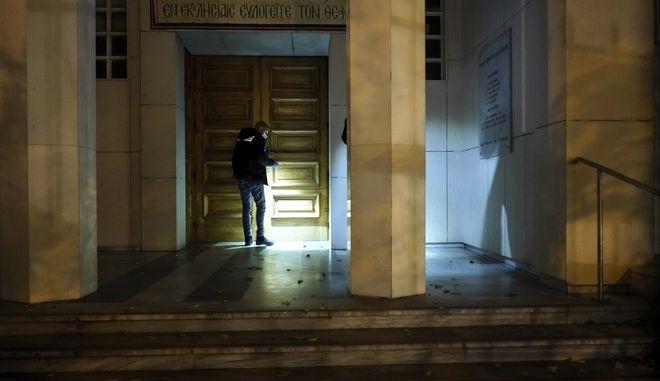 Εικόνα από το σημείο όπου δέχτηκε πυρά από άγνωστο ο Έλληνας ιερέας