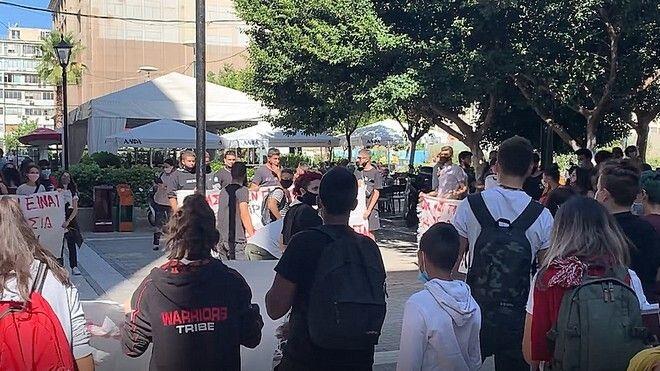 Από το πανεκπαιδευτικό συλλαλητήριο του Πειραιά