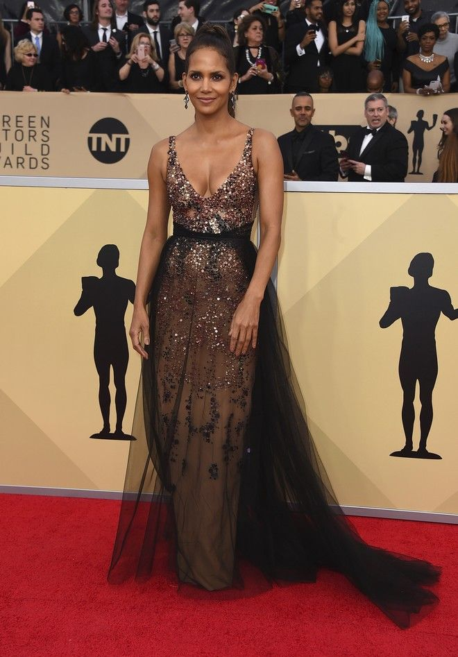 Halle Berry arrives at the 24th annual Screen Actors Guild Awards at the Shrine Auditorium & Expo Hall on Sunday, Jan. 21, 2018, in Los Angeles. (Photo by Jordan Strauss/Invision/AP)