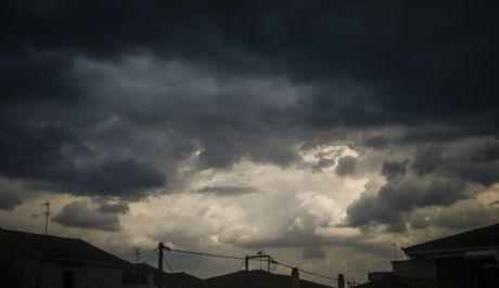 Σύννεφα καταιγίδας πάνω από την πόλη των Τρικάλων