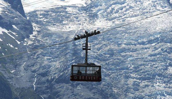 Εφιάλτης στα 3.800 μέτρα: 110 άνθρωποι εγκλωβίστηκαν σε τελεφερίκ στις Άλπεις
