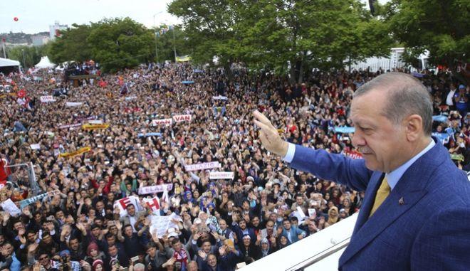 Ερντογάν: Σουλτάνος και αρχηγός κόμματος