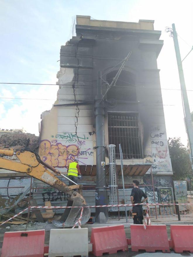 Κατεστραμμένο κτίριο επί της Οδού Ομηρίδου Σκυλίτση στον Πειραιά