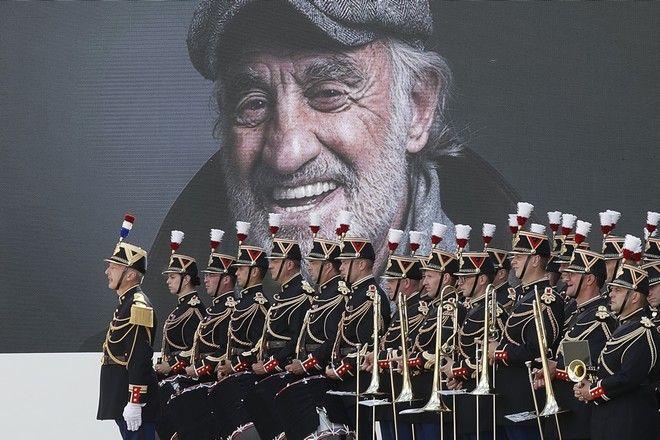 Τελετή για τον Ζαν Πολ Μπελμοντό στο στρατιωτικό μουσείο των Απομάχων στο Παρίσι
