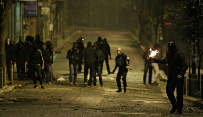 Clashes between protesters and police following a demonstration marking nine-year anniversary of the murder of Alexis Grigoropoulos by police officer, Athens, Greece on December 6, 2017. /                     , , 6  2017.