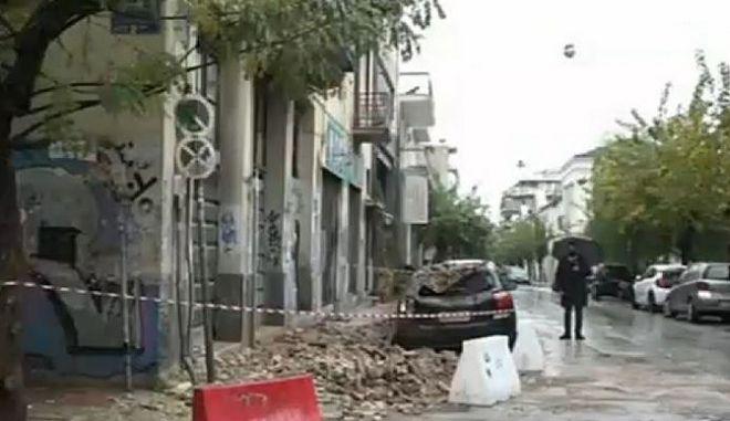 Κακοκαιρία: Κατέρρευσε στέγη κτιρίου στο Μεταξουργείο