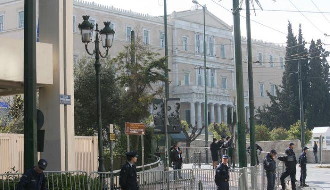 ΑΘΗΝΑ-24-3-2012-μέτρα ασφαλείας για τις παρελάσεις μαθητικής και  στρατιωτικής 20f96a6ddb5