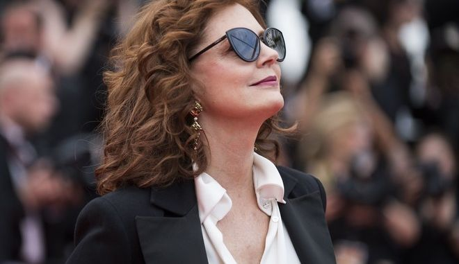 Susan Sarandon poses for photographers upon arrival at the screening of the film Loveless at the 70th international film festival, Cannes, southern France, Thursday, May 18, 2017. (Photo by Arthur Mola/Invision/AP)