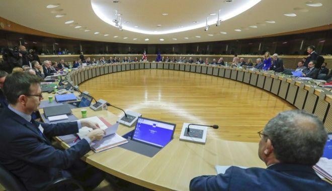 """Παρίσι: """"Να συμφωνήσουν ΕΕ και Βρετανία για το Brexit μέχρι αρχές Νοεμβρίου"""""""