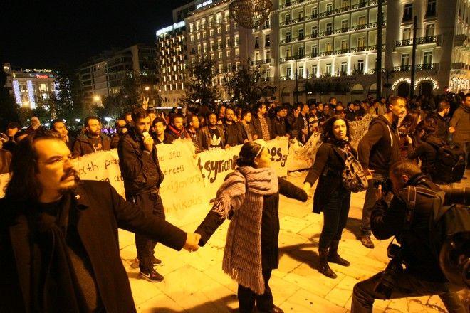 Δεύτερη συγκέντρωση με αφορμή τη συμπλήρωση έξι χρόνων από τη δολοφονία του Αλέξη Γρηγορόπουλου, στα Προπύλαια, Σάββατο 6 Δεκεμβρίου 2014. (EUROKINISSI/ΤΑΤΙΑΝΑ ΜΠΟΛΑΡΗ)